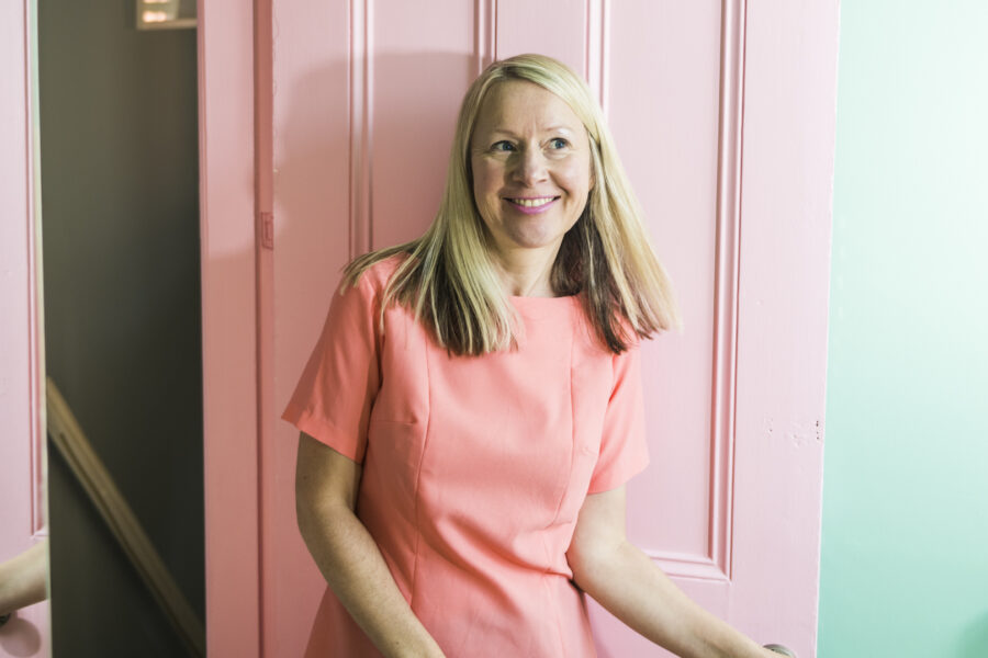 katya willems instagram expert and a pink door.